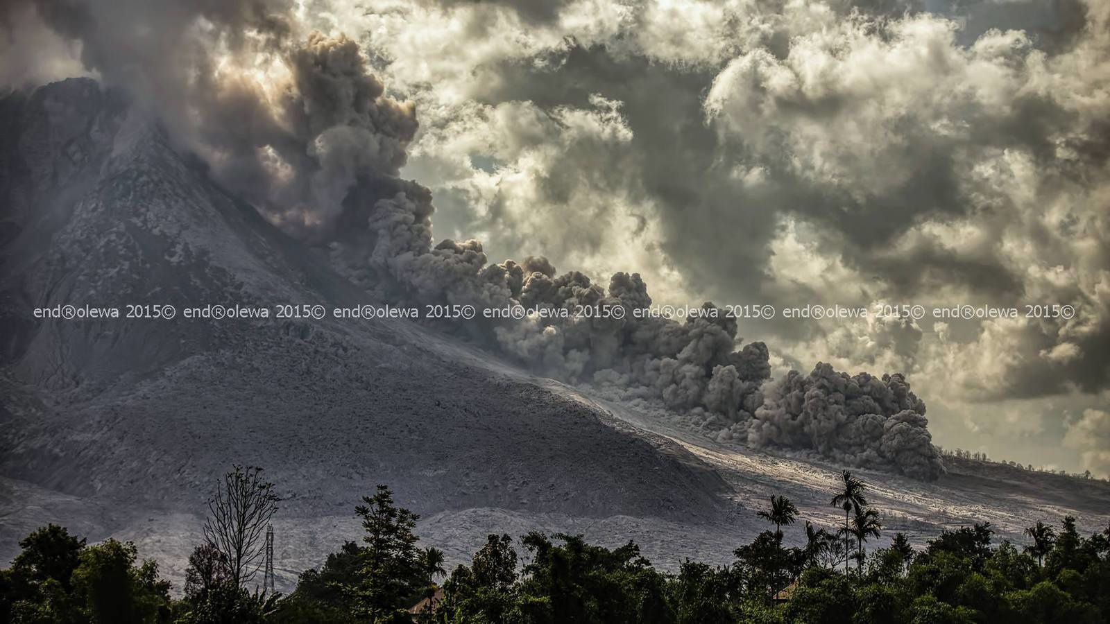 Sinabung - development of the pyroclastic flow of 17.07.2015 / 3:22 p.m. - photo endrolew@