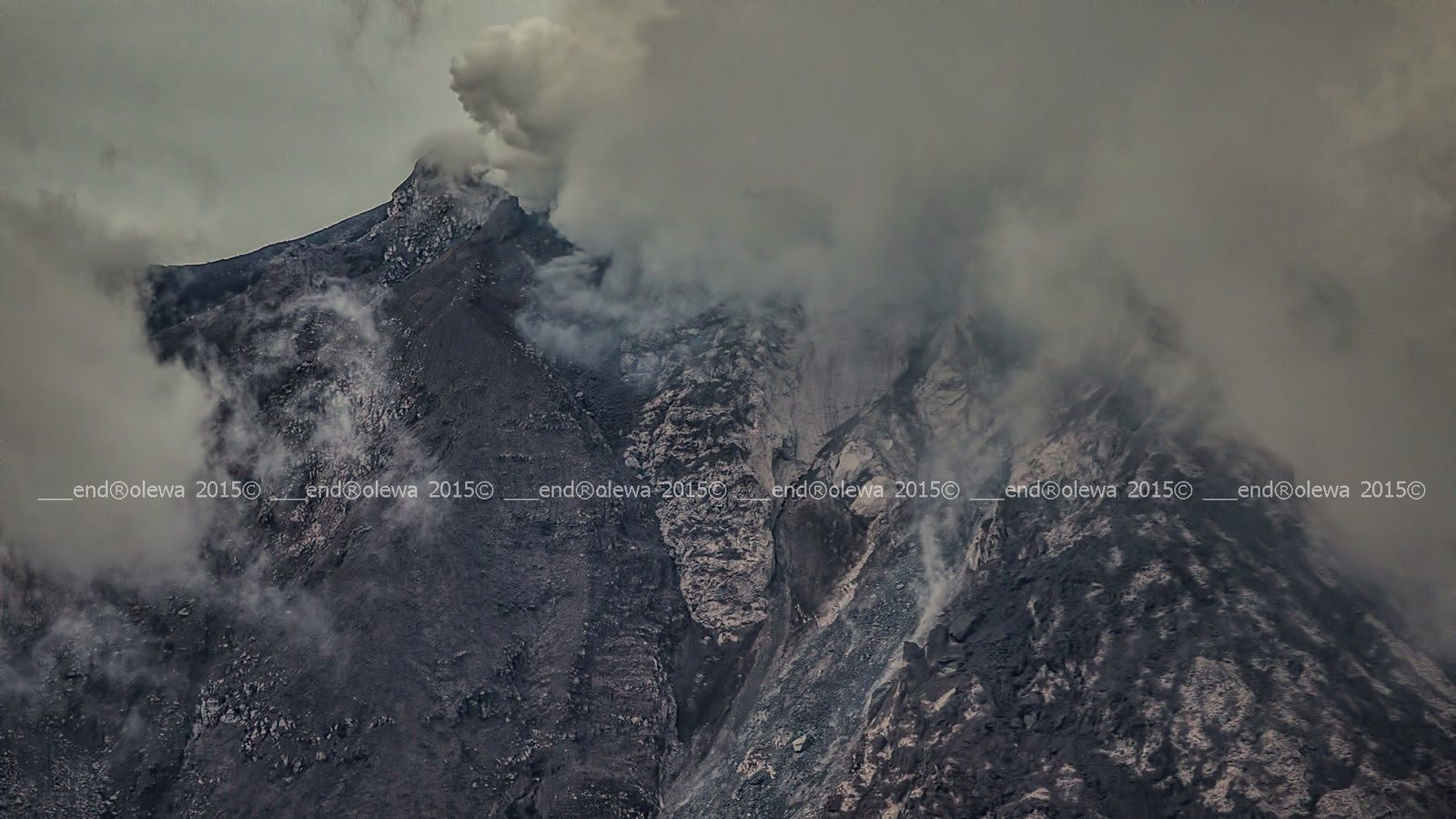 The top of Sinabung, the southern slope on 07.19.2015 / 5:45 p.m. -photo endrolew@