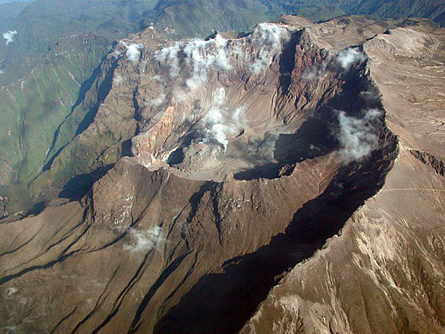 The crater of the Guagua Pichincha - photo Patricio Ramon / IGEPN