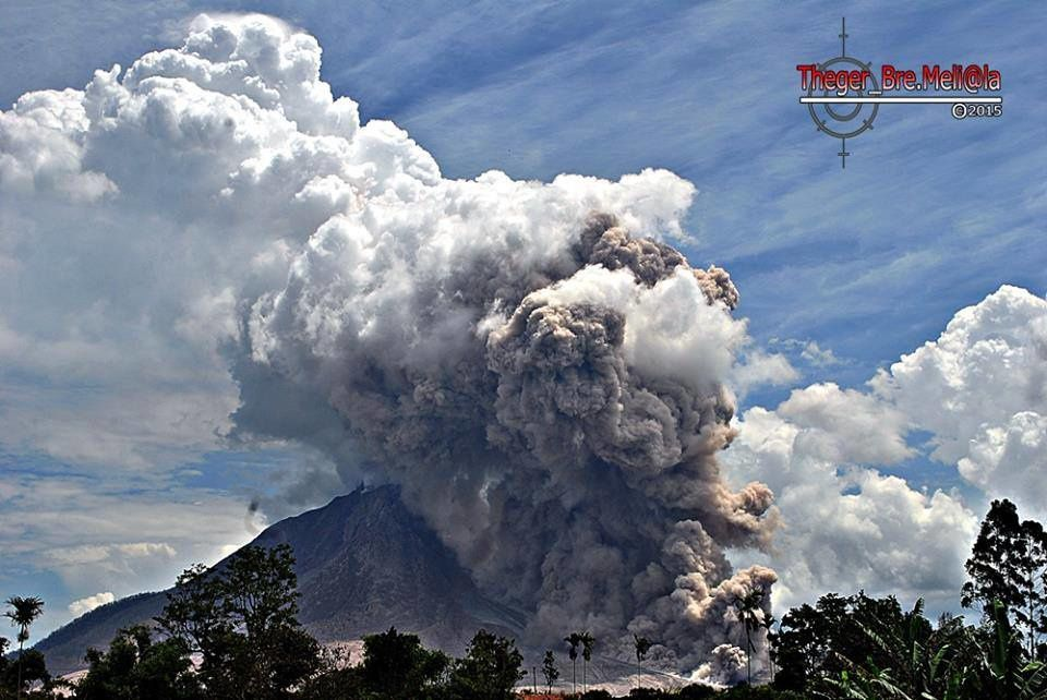 Sinabung - coulée pyroclastique du 27.07.2015 / 12h33 - photo Theger_Bre.Meli@la