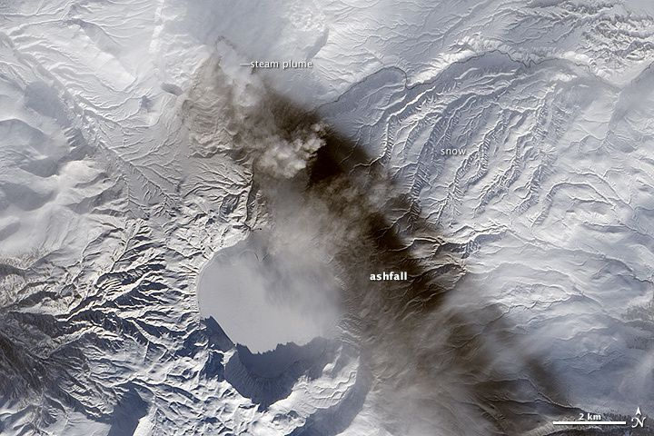The Karymski, seen by the satellite Landsat 8 - Oli on 18/01/2015