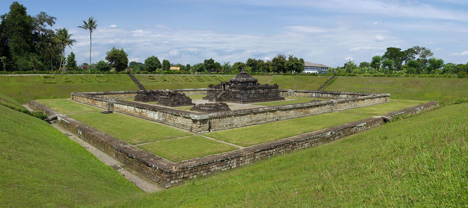 Panorama du Candi Sambisari / Java - photo Crisco 1492 / CC BY-SA 3.0