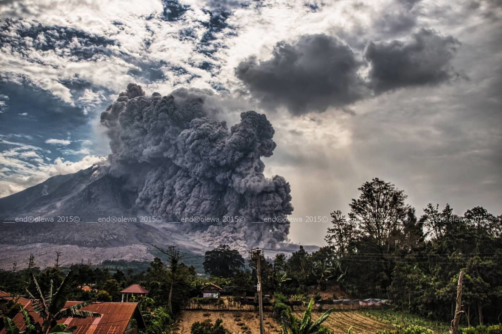 Sinabung 30.07.2015 / 14h23 -14h24  - photo endrolew@