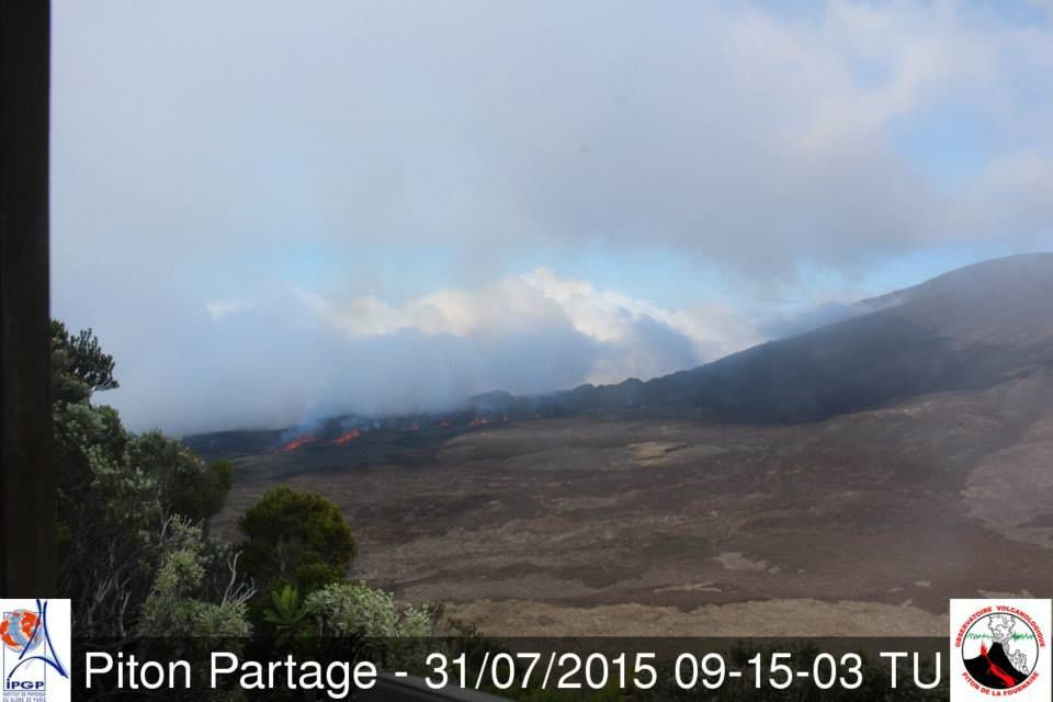 Piton de la Fournaise: Start of the eruption 31.07.2015 at 9:15 UT / LT 1:15 p.m. - webcam Piton Paatage - OVPF