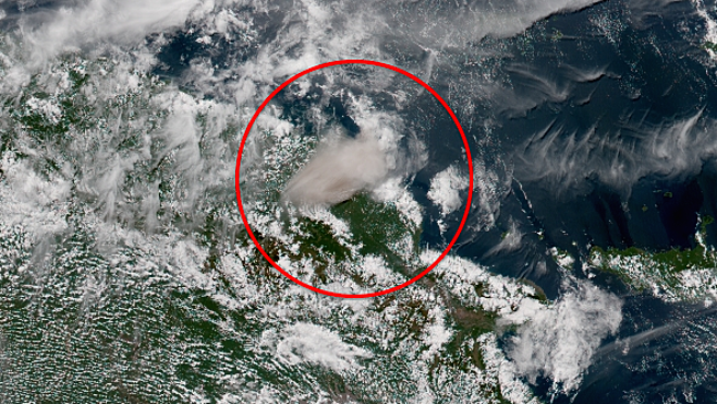 Manam - explosive eruption's plume of 31.07.2015