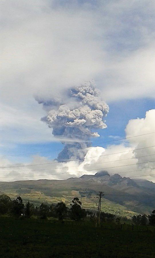 Cotopaxi - 4° explosion du 14.08.2015 / 13h50 - photo Sam Carvajal / via T.Toulkeridis