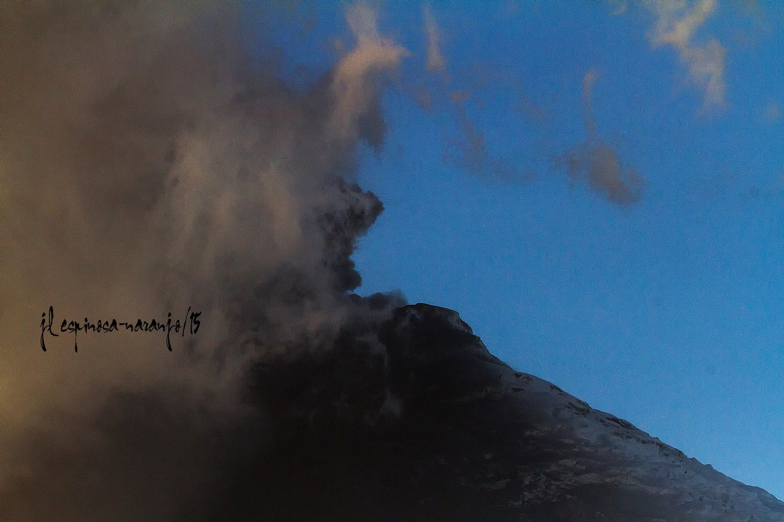 Cotopaxi - emission of ash on August 18 in the afternoon - photo Jose Luis Espinosa-Naranjo