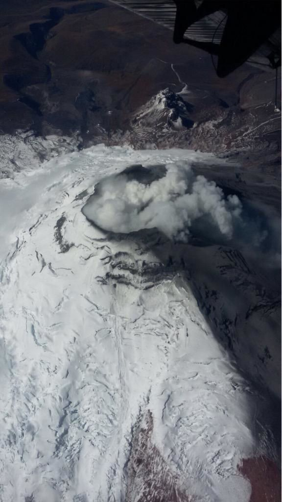 Cotopaxi control overview 08/18/2015 - photo via César Navas / Twitter
