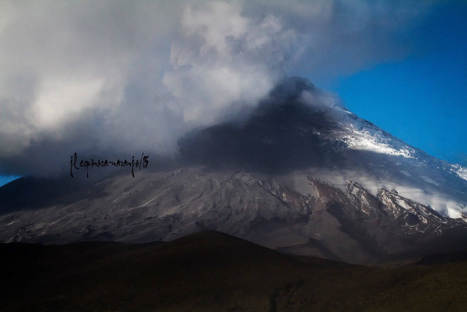 Cotopaxi - 08.18.2015 / 15h30 - take from Vaquería Ticatilín. SW of the volcano - photo Jose Luis Espinosa-Naranjo