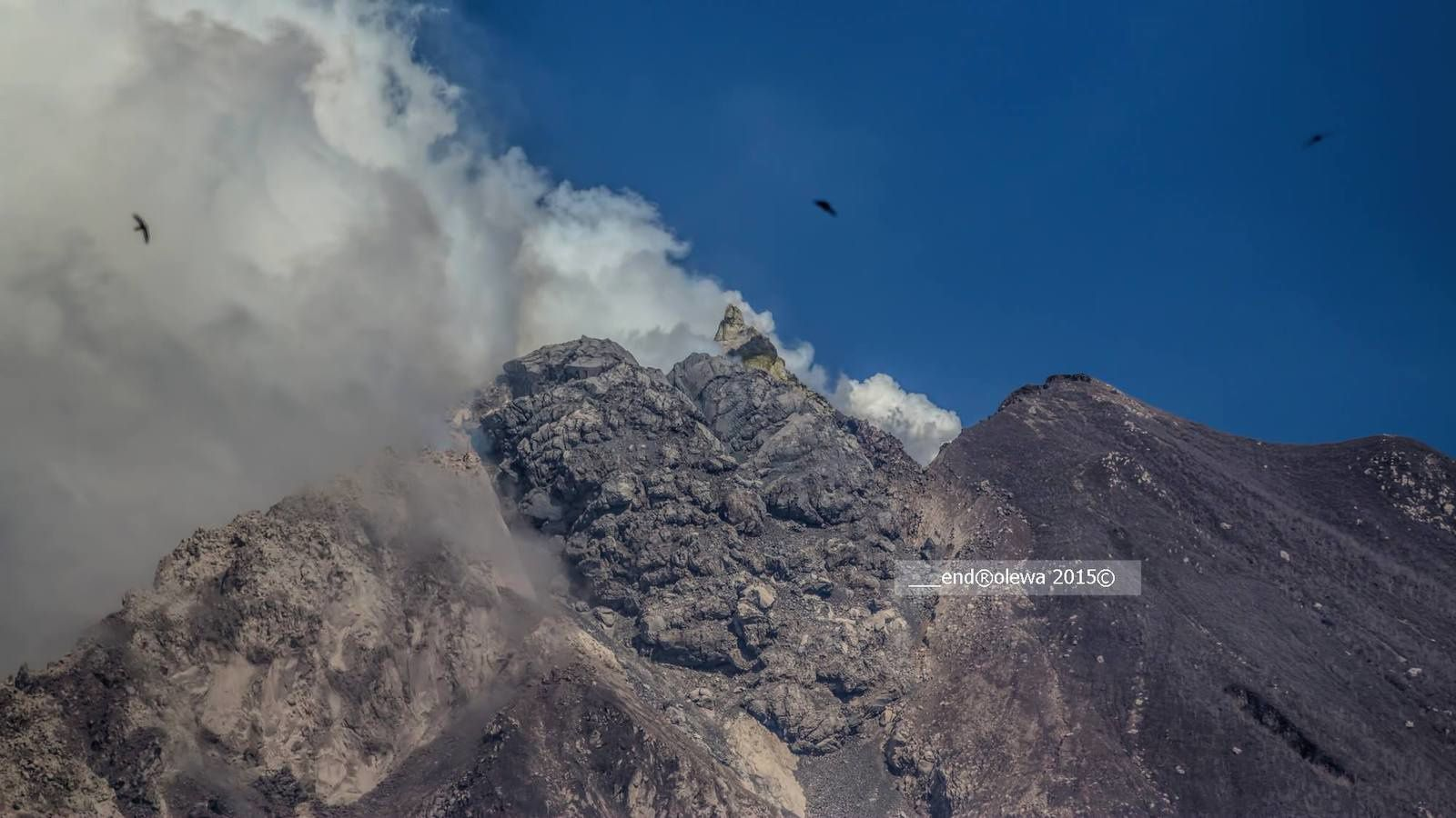 Sinabung - the dome southeast around 9:15 this 05.19.2015 - photo endrolew@