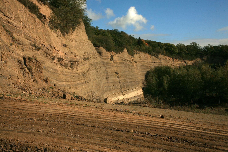Carrière du Wingertsberg - la stratification des retombées de l'éruption du Lacher See - Photo © Bernard Duyck