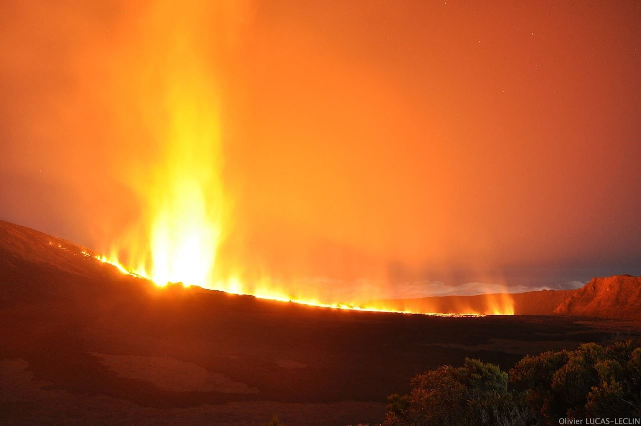 Piton de la Fournaise - the eruption between 10:00 and 12:00 pm on 08/24/2015 - photo Olivier LUCAS-Leclin / Furnace info