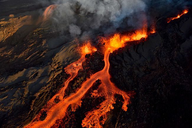 Piton de la Fournaise - stunning images of Serge Gelabert / Coral Helicopters Morin via Clicanoo.re