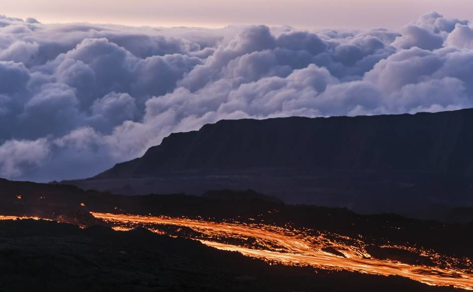 Piton de la Fournaise - lava flow in evening 26.08 - Gilles Adt Photo / Reuters