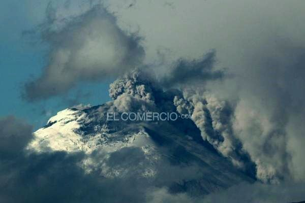 Cotopaxi - ash emissions on 08/26/2015 - photo El Comercio