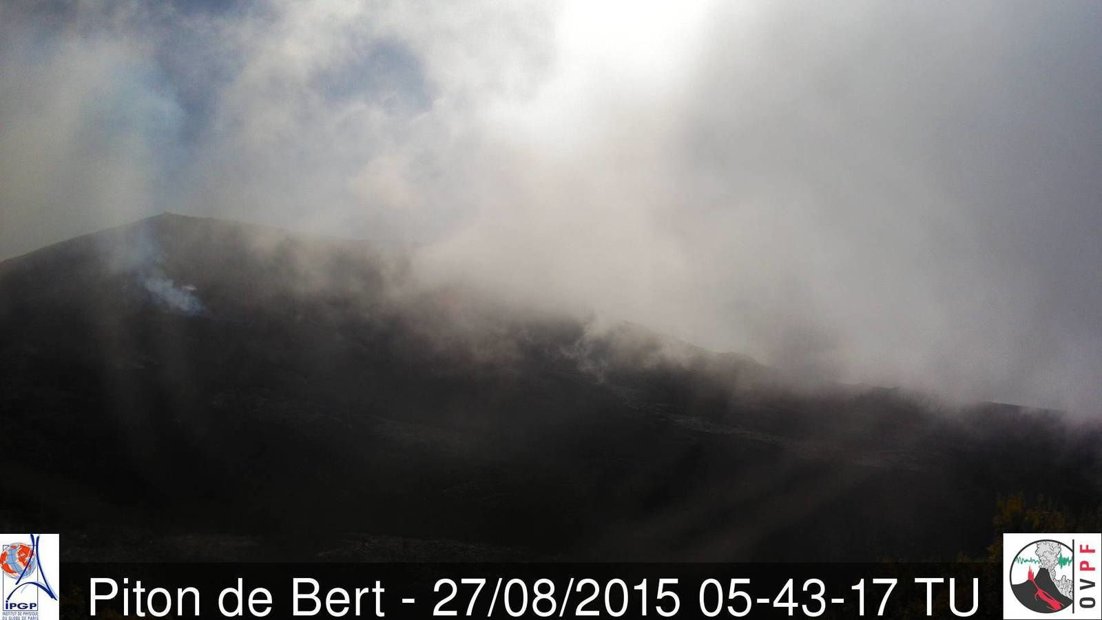 Piton de la Fournaise - activity remains present this morning - webcam Piton Bert / OVPF