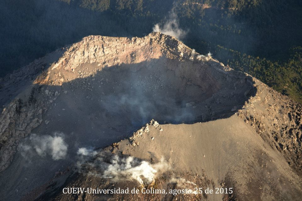 Colima - 08/25/2015 overview of the University of Colima - views to the morphology of the summit crater and the lava flow - Photos University of Colima