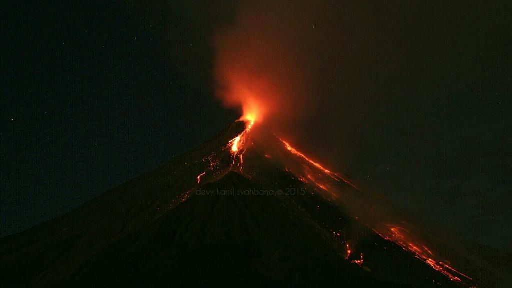 Karangetang - strombolian activity underway - photo Kamil Devy Syahbana / PVMBG via Twitter