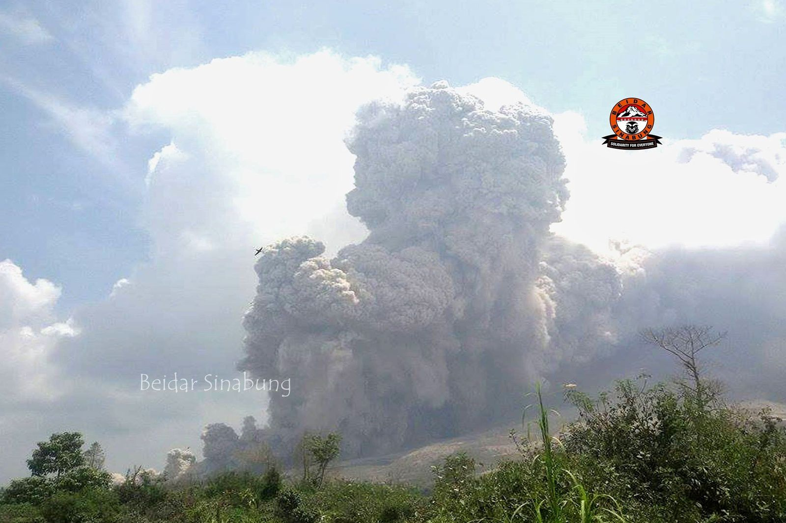 Sinabung - pyroclastic flow and co-pyroclastic cloud 08.31.2015 / 1:21 p.m. loc. - Photo Beidar Sinabung