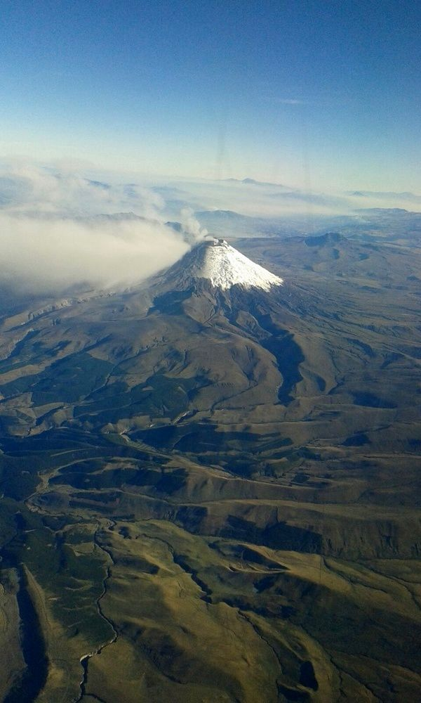 Cotopaxi - on 09/15/2015 - photo Alejandra Romero via El Comercio