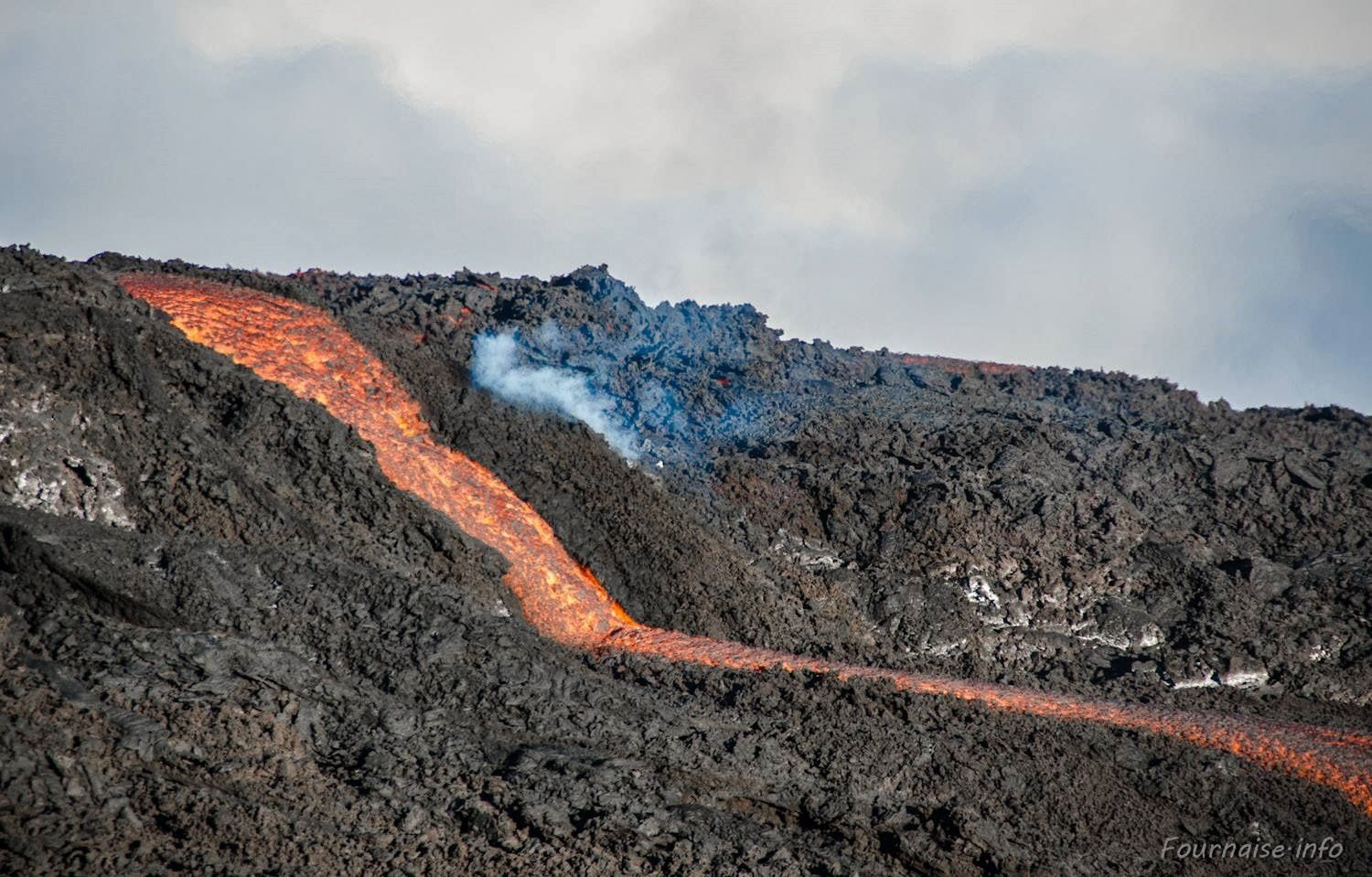 Piton de la Fournaise, the lava flow on 09/19/2015 - photo Fournaise-info