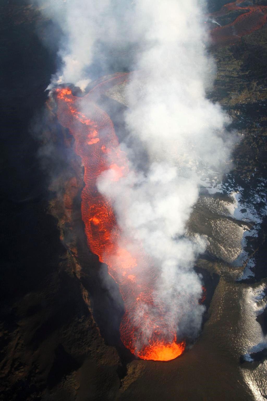 Holuhraun - Dégazage du lac de lave sur la fissure active 21.01.2015 - photo Dr. Anja Schmidt / Twitter