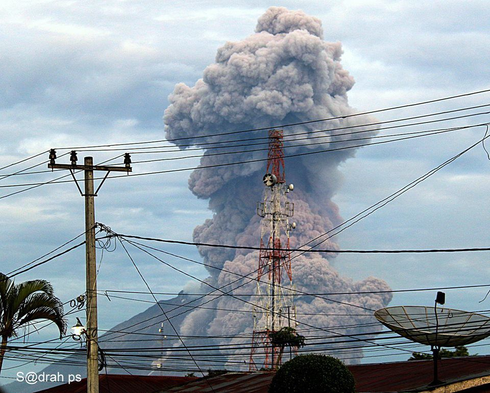 Sinabung from Kabanjahe 09.29.2015 / 6:23 a.m.- photo Sadrah Peranginangin via FB