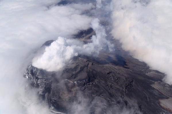 Cotopaxi - gas fumes little / no charge to ashes on 09/27/2015 - overflight IGEPN / Twitter