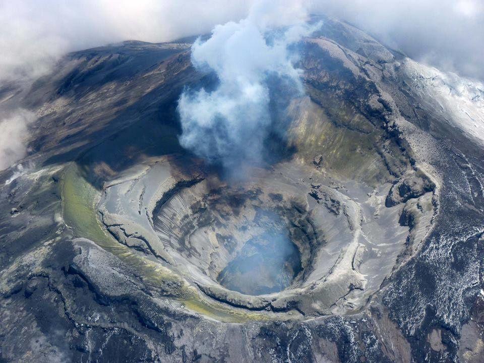 Le cratère du Cotopaxi lors du dernier survol - photo Jean-Luc le Pennec, volcanologue de l'IRD travaillant avec l' IGEPN