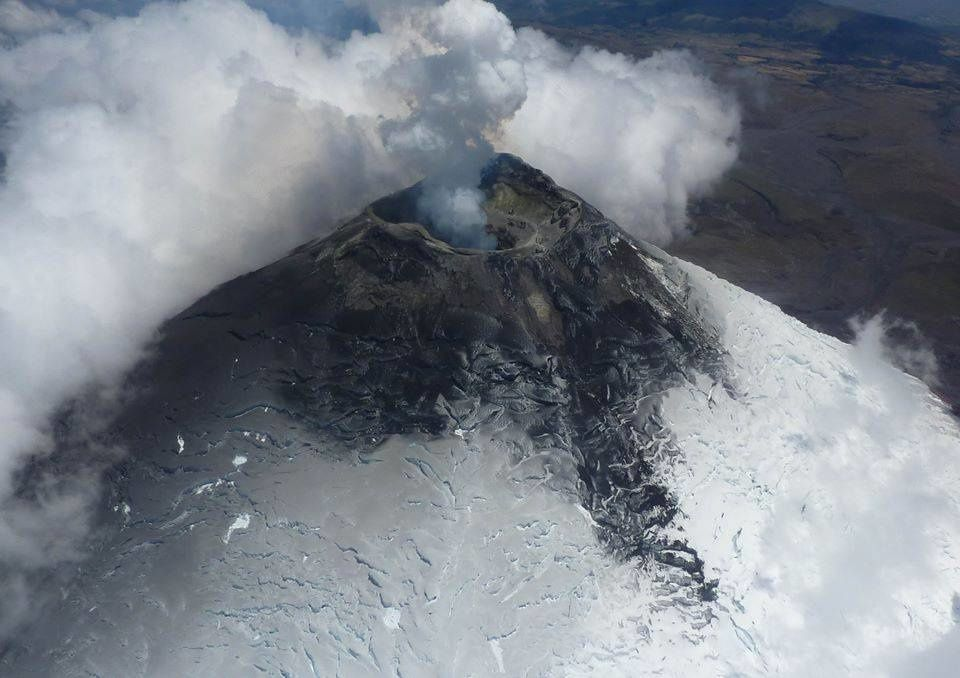 The summit of Cotopaxi at the last overview - photo Jean-Luc le Pennec, volcanologist from IRD working with the IGEPN