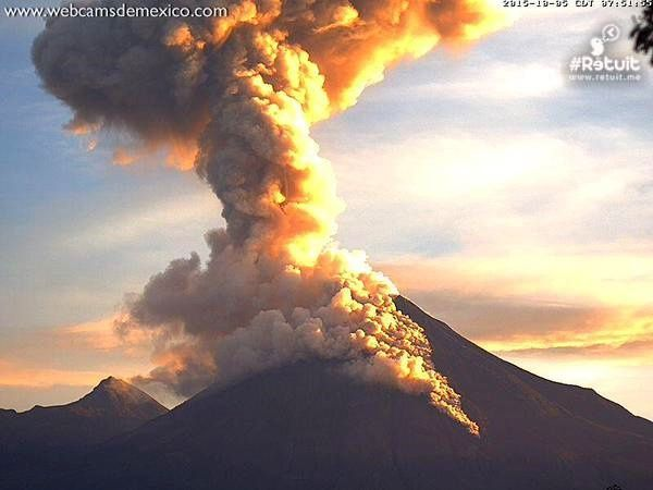 Colima - explosion et coulée pyroclastique le 05.10.2015 - photo webcamsdemexico