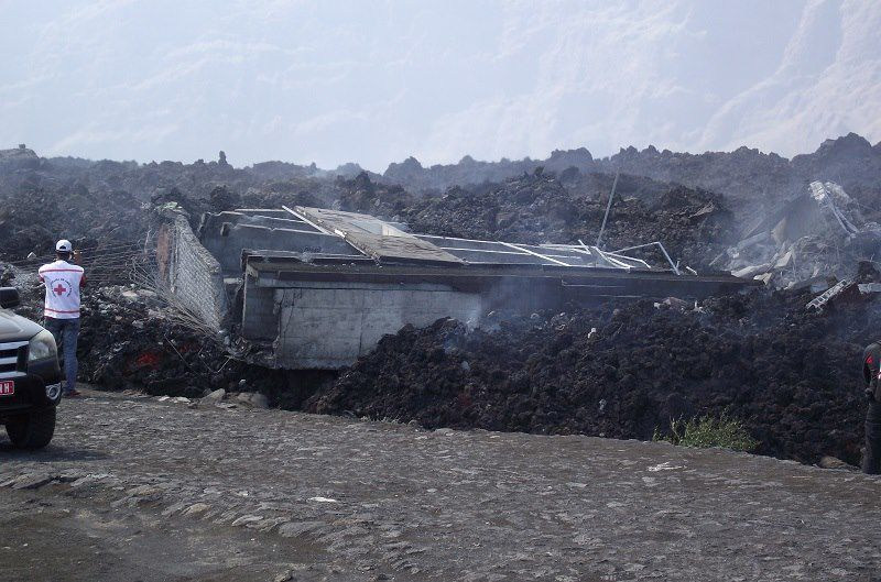 Cha das Caldeiras on 11/30/2014 - building carried away by the lava flow - photo Radio Atlantico