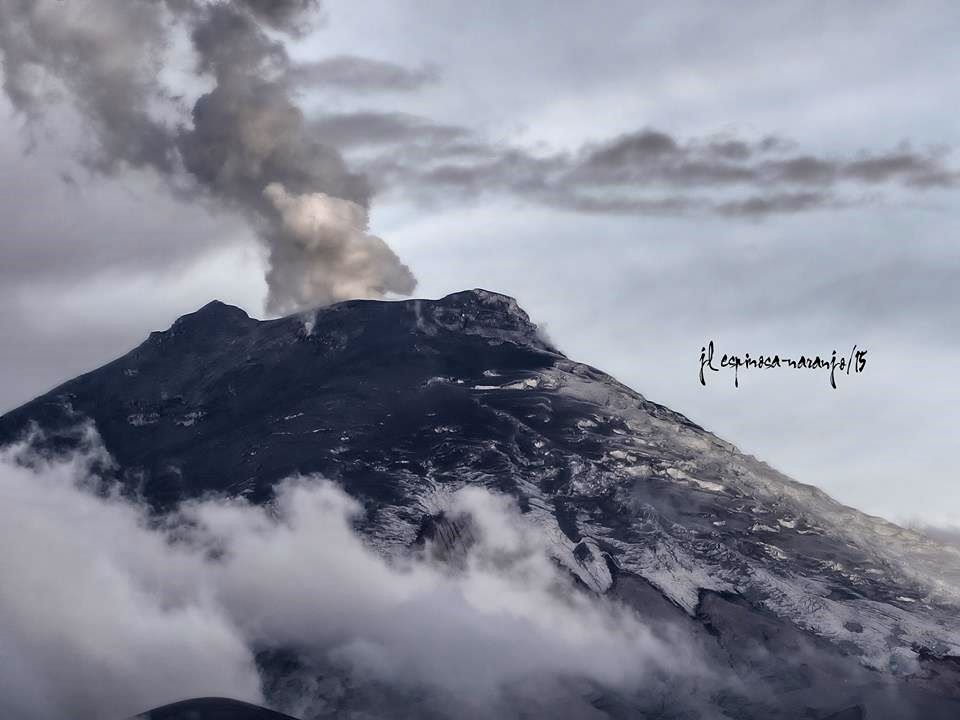 Cotopaxi - 09.10.2015 / to 18h - photo-Espinosa Jose Luis Naranjo from Paramo de Ticatilin