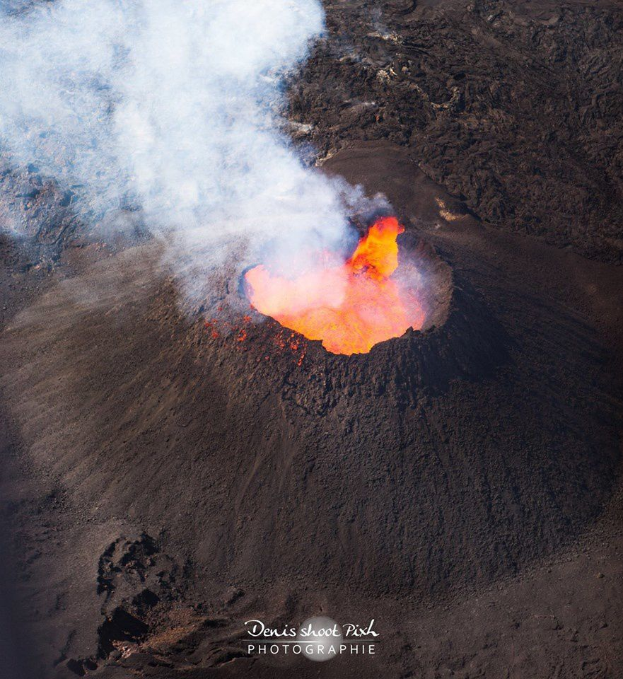 Piton de la Fournaise on 05/10/2015 - deformation of the top of the active cone - photo Denis shoot Pixl