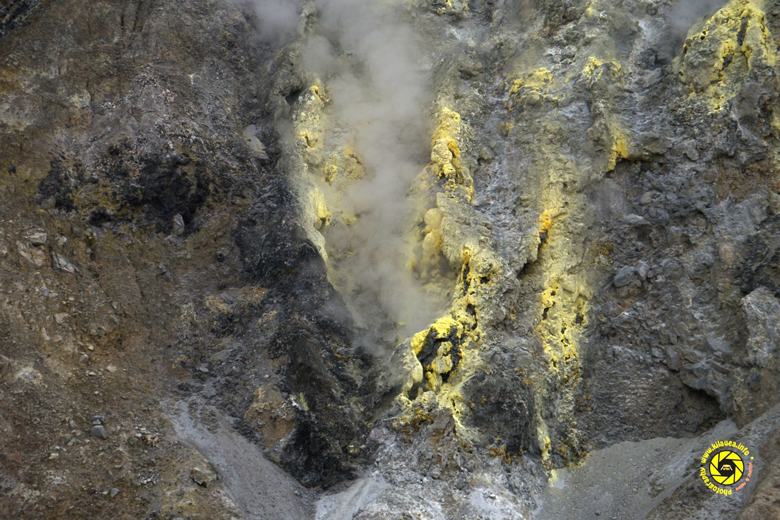 Papandayan - active fumaroles zone near the edges of the crater lake, close up - Photo © 2015 Jean-Michel Mestdagh