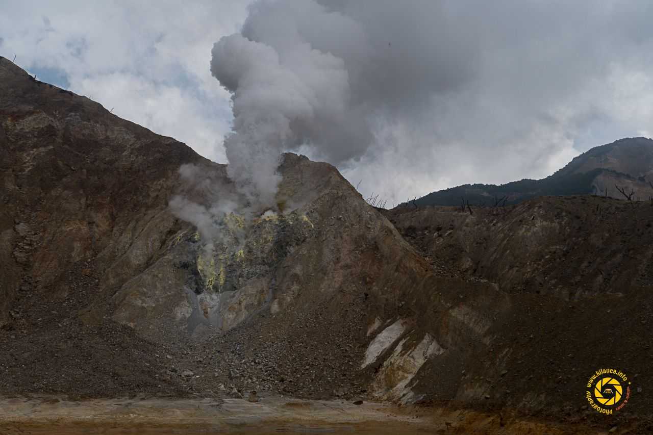 Papandayan - active fumaroles zone near the edges of the crater lake - Photo © 2015 Jean-Michel Mestdagh