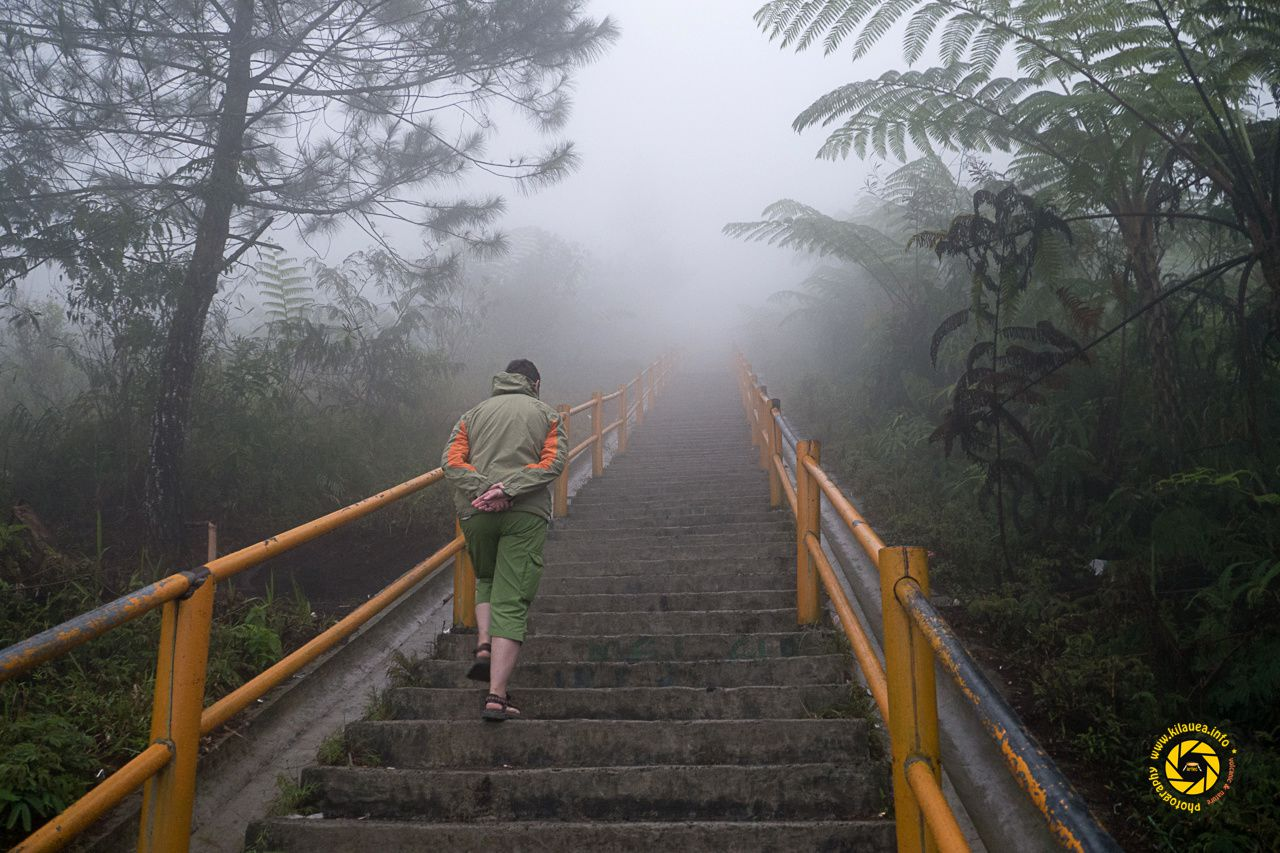 Access to Galunggung is by a suitable route, then by an endless staircase - Photo © 2015 Jean-Michel Mestdagh
