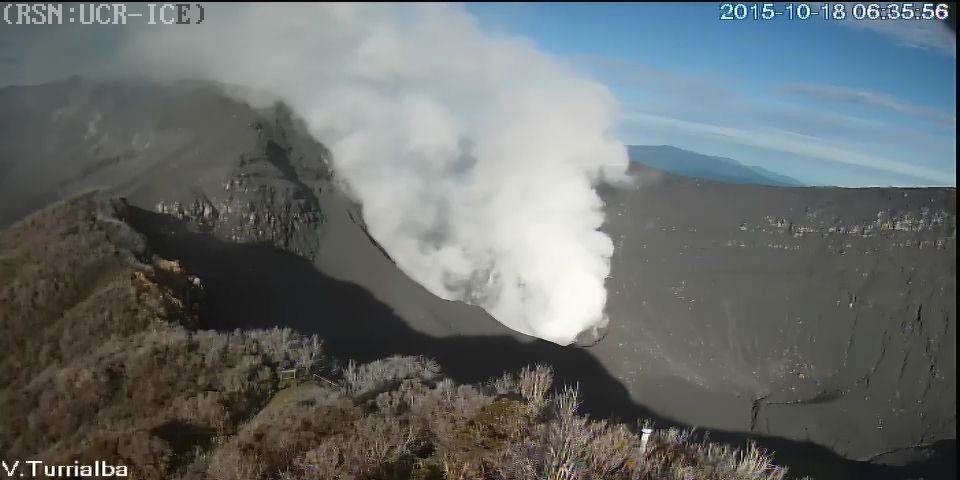 Turrialba - ash of the explosion covered the crater  and the residual steam plume - 10.18.2015 / 6:35 - webcam Conred