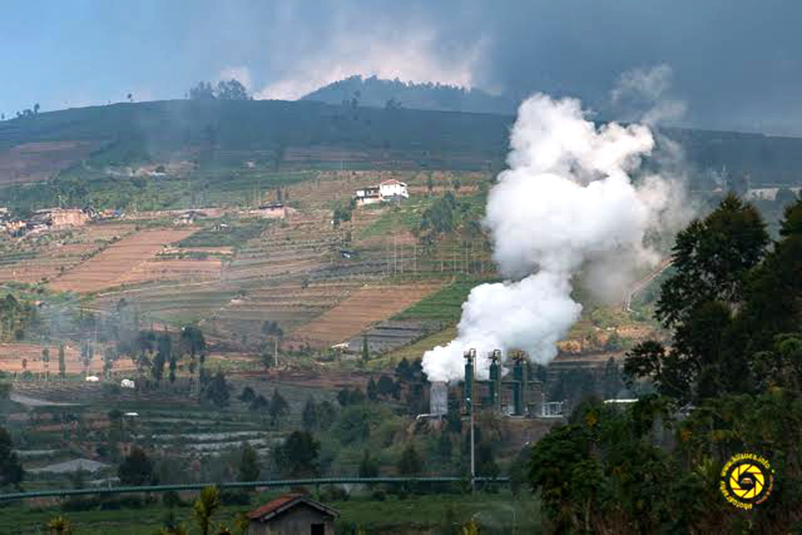 Dieng Plateau - crops and geothermal activity - Photo © 2015 Jean-Michel Mestdagh