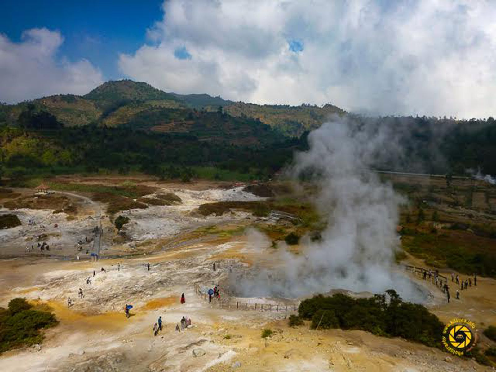 Dieng Plateau - fumarole field in the crater Sikidang - Photo © 2015 Jean-Michel Mestdagh