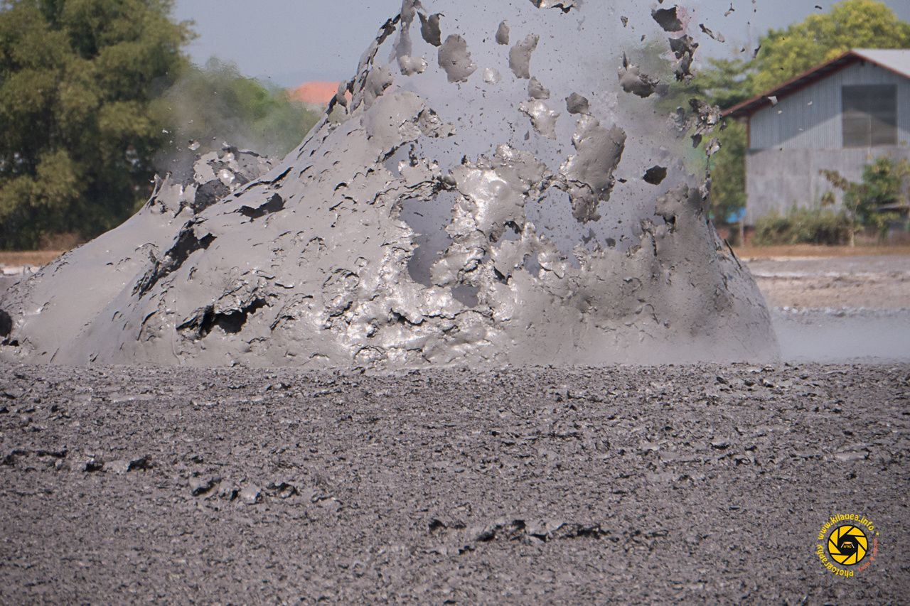 Bledug Kuwu - explosion of mud bubble - Photo © 2015 Jean-Michel Mestdagh