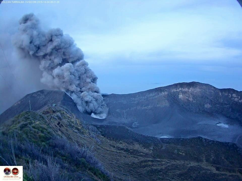 Turrialba - 10.24.2015 / 5:15 approximately - webcam Ovsicori