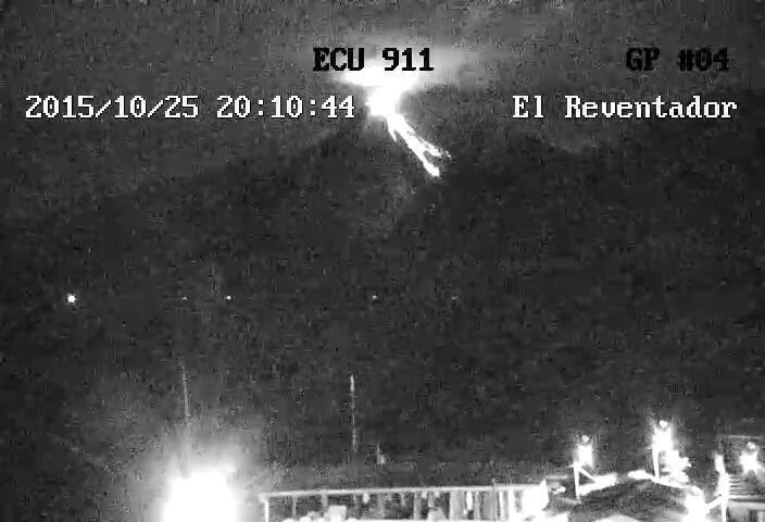 Reventador - lava flow from 10.25.2015 / 8:10 p.m. - ECU 911 Photo / IGEPN