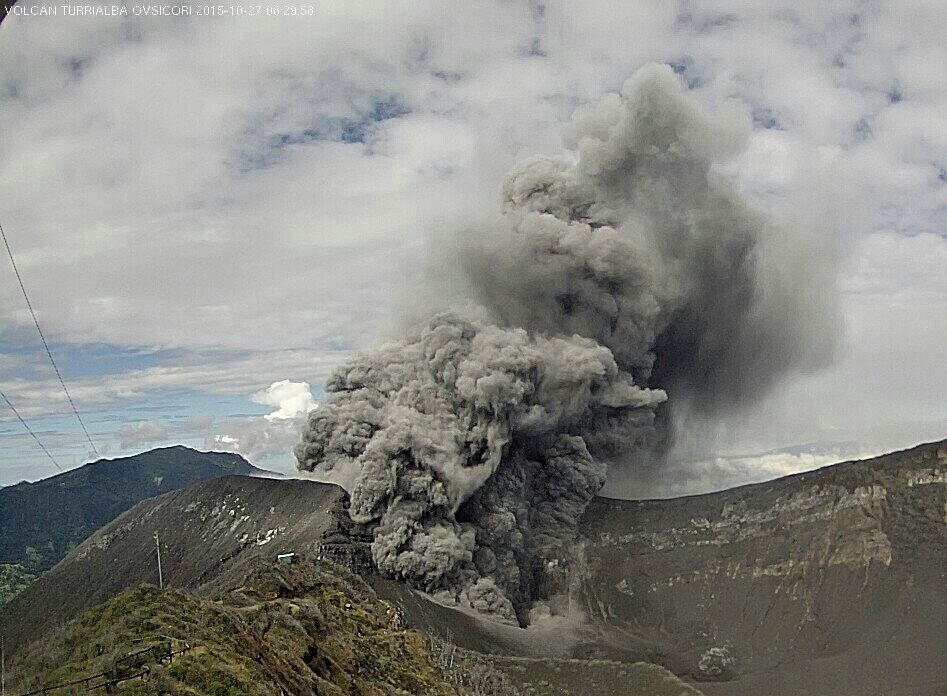Turrialba 27.10.2015 / 8h29 - webcam Ovsicori