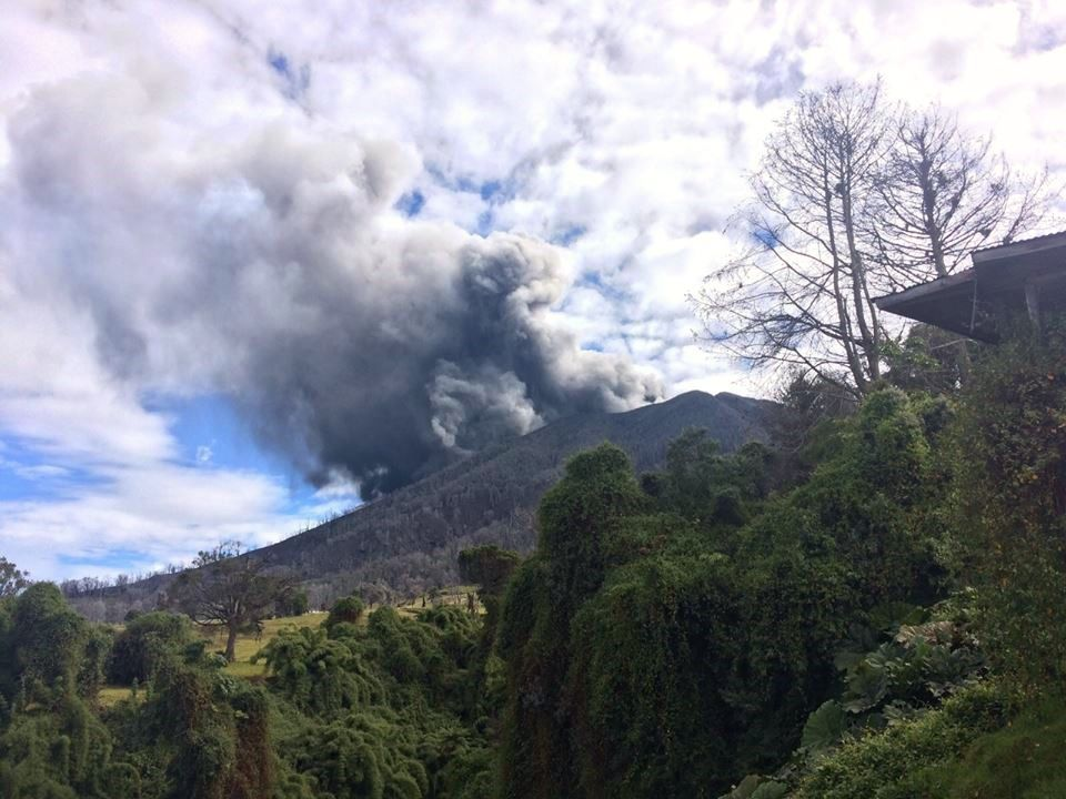Turrialba , depuis La Central  le 27.10.2015 / 8h30 - Photos de Reina Sanchez / Parque Nacional Volcan Turrialba