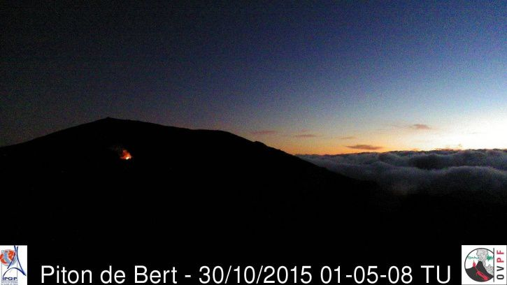 Piton de La Fournaise - Fountain of lava views from the Piton de Bert - 10/30/2015 5:05 loc. - Doc. OVPF