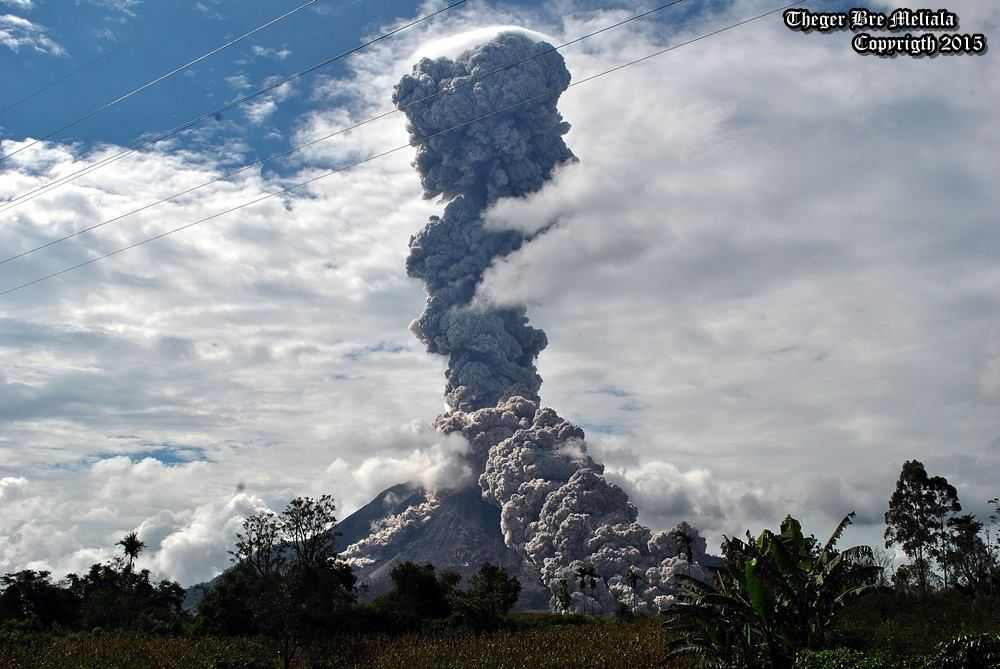 Sinabung - 31.10.2015- Development of the plume and pyroclastic flow - 2:48 p.m., for Perteguhen - Photo Theger Bre Meliala