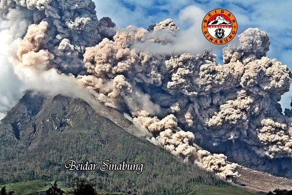 Sinabung - 10.31.2015 - pyroclastic flow and co-pyroclastic cloud, seen from Alrose Payung - photo Beidar Sinabung