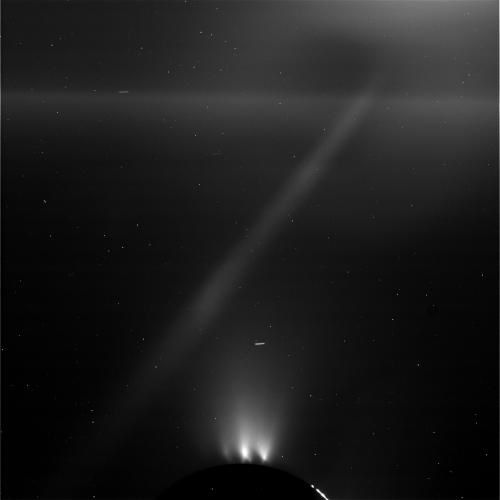 Enceladus - the plumes of icy aerosols - 10/28/2015 Photo / NASA JPL Caltech