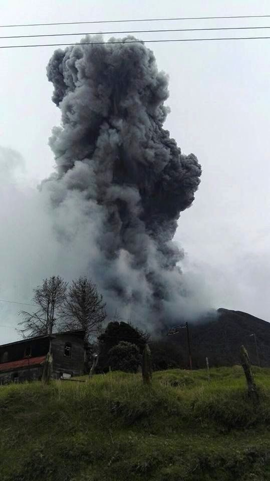 Turrialba November 1, 2015 / 1:07 p.m. - photo Gaspar Bufalo